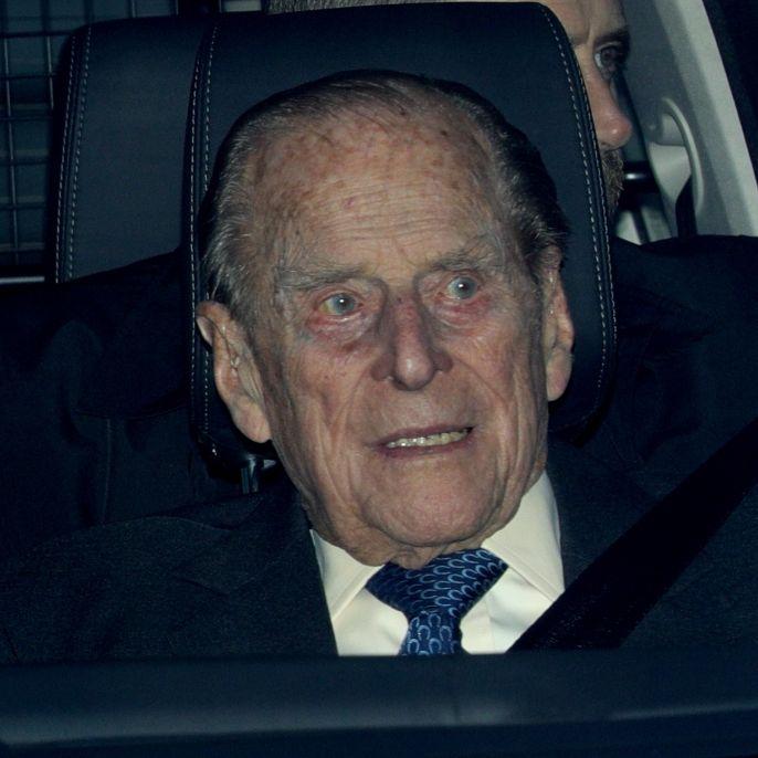 Flaggen auf Halbmast! Ist der Ehemann von Queen Elizabeth II. tot? (Foto)