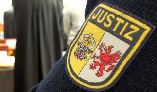 In Rostock hat die Polizei die skelettierte Leiche eines Babys entdeckt (Symbolbild). (Foto)