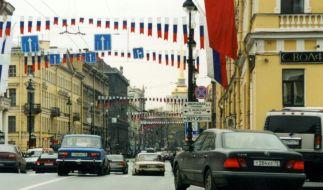 Auf dem Prachtboulevard Newski Prospekt in St. Petersburg starben zwei Menschen, als ein Betrunkener mit seinem Auto in die Menge raste. (Foto)