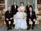 Die britischen Royals auf einem harmonischen Familienportrait - doch zwischen den Kindern von Queen Elizabeth II. und Prinz Philip soll die Idylle getrübt sein. (Foto)
