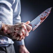 Mann wandelt mit Messer im Rücken durchs Krankenhaus (Foto)