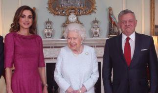Die britische Königin Elizabeth II. empfängt Königin Rania von Jordanien und König Abdullah II. von Jordanien während einer privaten Audienz im Buckingham Palace. (Foto)