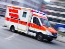 Bei einem schweren Unfall mit einer Straßenbahn und einem Lkw sind in Karlsruhe zahlreiche Menschen verletzt worden. (Symbolbild) (Foto)