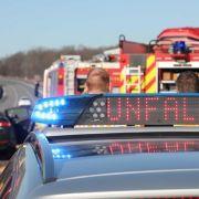 Lastwagen schleudert über A4 - Stundenlanges Chaos auf Autobahn (Foto)