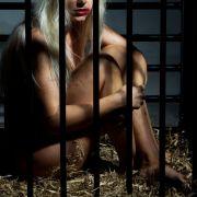 Horror-Eltern halten Tochter (14) nackt in Käfig - tot! (Foto)