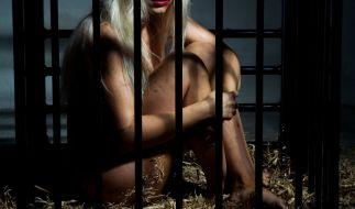 Eltern haben ihre 14 Jahre alte Tochter nackt in einem Käfig gehalten. (Foto)