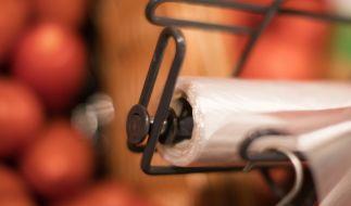 Kosten die kleinen Plastiktüten im Supermarkt bald 22 Cent? (Foto)