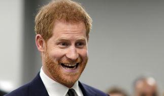 Prinz Harry hat Grund zur Freude - sind die bösen Gerüchte, Prinz Charles sei nicht sein leiblicher Vater, jetzt endlich vom Tisch? (Foto)