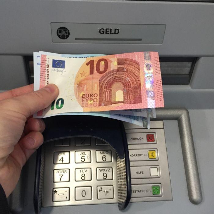 Abzocke am Geldautomat! 100 Euro abheben, 97 Euro bekommen (Foto)