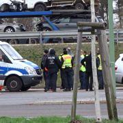 Polizisten suchen am Rastplatz Biegener Hellen (16.03.2019) an der Autobahn 12 Richtung Polen nach Spuren der Berliner Schülerin Rebecca. Die 15-Jährige war vor fast genau einem Monat verschwunden.