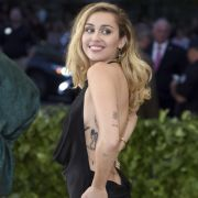 Völlig nackt! HIER zieht die Sängerin blank (Foto)