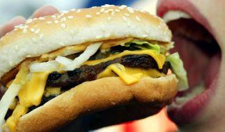 Durch eine Nadel in seinem Burger wurde ein Mann aus Taiwan schwer verletzt (Symbolbild). (Foto)
