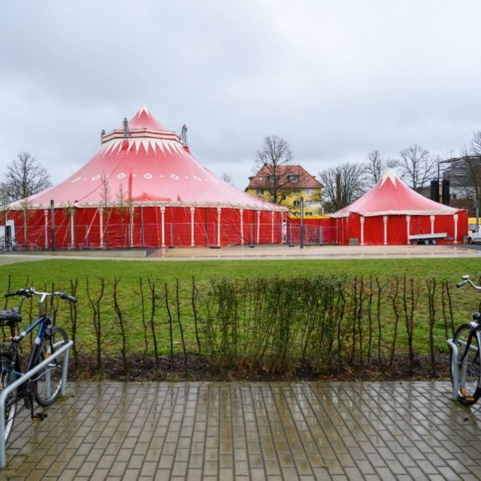 Manege frei!? Studenten müssen in Zirkuszelte umziehen (Foto)