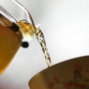 Tee kann ab einer Temperatur von 60 Grad die Speiseröhrenkrebs begünstigen. Vor allem bei einem regelmäßigen Konsum sollte die Temperatur nicht zu heiß sein. (Foto)