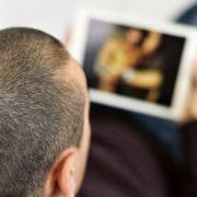 Kein Scherz! HIER drehen Mütter Sexfilme für ihre Kinder (Foto)