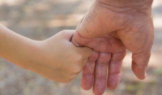 Über Jahre hinweg hatte der Opa seine Enkelinnen missbraucht. (Foto)