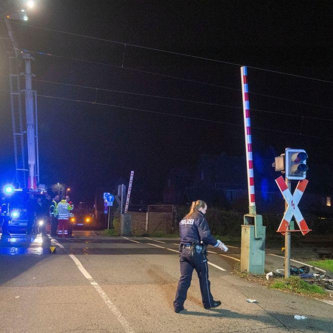 Fahrradfahrer (20) von Zug erfasst und tödlich verletzt (Foto)