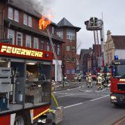 1 Toter und 24 Verletzte! Großfeuer wüten in Mehrfamilienhäusern (Foto)