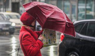 Während es im Osten des Landes zunächst noch sonnig bleibt, droht spätestens ab der Wochenmitte Regen. (Foto)