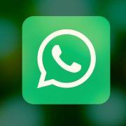 Neue WhatsApp-Funktion hilft Fake-News zu erkennen.