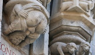 Oralsex an der Rathauswand (Foto)