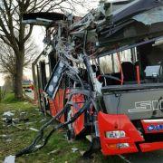 Linienbus-Unfall bei Paderborn - etwa 30 Verletzte (Foto)