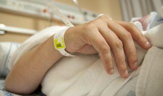 In einem Pflegeheim in Mecklenburg-Vorpommern soll ein Pfleger eine Wachkoma-Patientin missbraucht haben. (Foto)