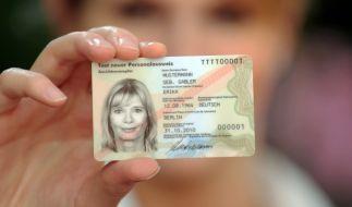 Fingerabdrücke aus dem Personalausweis werden Pflicht. (Foto)