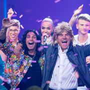 """Bei """"Deutschland sucht den Superstar"""" wagten sich Dieter Bohlen und Pietro Lombardi im """"Modern Talking""""-Gedächtnislook auf die Bühne. (Foto)"""