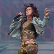 Jennifer-Rostock-Sängerin zeigt ihre prallen Früchtchen (Foto)