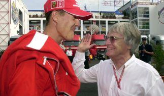 Ex-Formel-1-Boss Ecclestone (r.) hat sich über Michael Schumacher geäußert. (Foto)