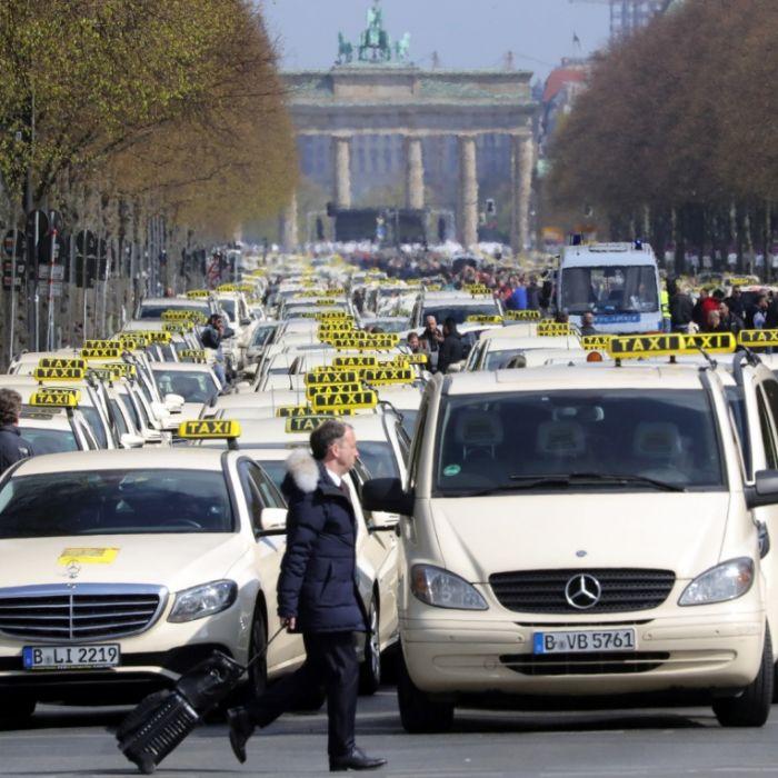 Protest gegen Uber und Co.! Taxis legen Innenstädte lahm (Foto)