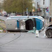 Streifenwagen überschlägt sich - Drei Beamte verletzt! (Foto)