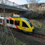 Gullydeckel durchschlagen Zugscheibe - keine Hinweise auf Terror-Akt (Foto)