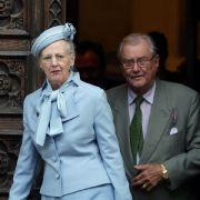 Auch in hellblau macht die dänische Monarchin, hier auf einem Foto ihres Kroatien-Besuchs 2014 mit ihrem inzwischen verstorbenen Ehemann Prinz Henrik, eine tadellose Figur.
