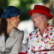 Zwei, die sich verstehen: Mit ihrer Schwiegertochter Kronprinzessin Mary liegt Königin Margrethe auf einer Wellenlänge. Ob sich die beiden royalen Damen gerade über Modetrends austauschen?