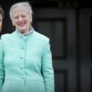 Ihren 77. Geburtstag feierte Königin Margrethe von Dänemark in einem mintfarbenen Outfit - Kronprinz Frederik von Dänemark zeigte sich bei der farblichen Wahl seines Jacketts deutlich weniger experimentierfreudig als seine Mutter.