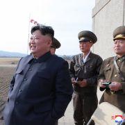 Kim Jong RUMMS testet nordkoreanische Lenkwaffe selbst (Foto)