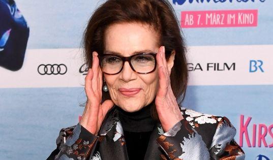 """Hannelore Elsner ist im Alter von 76 Jahren gestorben. Ihr letzter Film ist """"Dämonen und Kirschblüten"""" von Doris Dörrie. Die Premiere am 28. Februar 2019 war eines der letzten Ereignisse, bei denen Elsner in der Öffentlichkeit auftrat. (Foto)"""