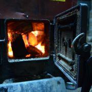 Betrunkener Opa wirft Enkel (2) in brennenden Ofen (Foto)