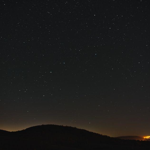 Milchmond undSternschnuppen erhellen den Nachthimmel (Foto)