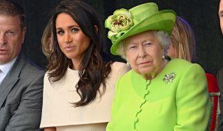 Zwischen Meghan Markle und Queen Elizabeth II. sollen mächtig die Fetzen geflogen sein - bis die Monarchin drastische Konsequenzen androhte. (Foto)