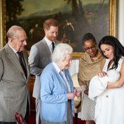 Archie Harrison Mountbatten-Windsor, auch bekannt als Baby-Sussex, wird seiner Urgroßmutter, Queen Elizabeth II, vorgestellt.
