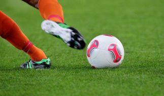 Fußballer Ludovin Florez Nole starb, nachdem er ein Glas eiskaltes Wasser getrunken hatte. (Symbolbild) (Foto)