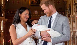 Endlich eine richtige Familie: Meghan Markle und Prinz Harry posieren mit Söhnchen Archie. (Foto)