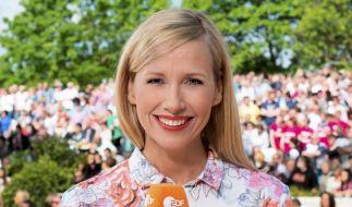 """Andrea Kiewel präsentierte am Muttertag 2019 eine neue Ausgabe vom """"ZDF Fernsehgarten"""". (Foto)"""