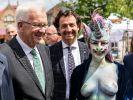 Zur Eröffnung der Remstal-Gartenschau erschien Stadträtin Cynthia Schneider als nacktes Glitzereinhorn. (Foto)