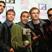 "Als ""Backstreet Boys"" heimsten Kevin Richardson, Brian Littrell, Howie Dorough, Nick Carter und AJ McLean so manchen Preis ein - hier den MTV Europe Music Award 1997. (Foto)"