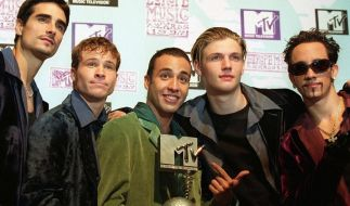 "Als ""Backstreet Boys"" heimsten Kevin Richardson, Brian Littrell, Howie Dorough, Nick Carter und AJ McLean so manchen Preis ein - hier den MTV Europe Music Award 1997. (Foto)"