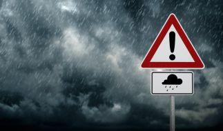 Der DWD warnt vor extrem starken Dauerregen. (Foto)